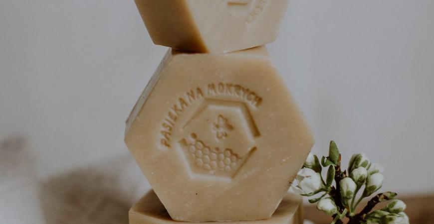 Mydło sodowe z dodatkiem wosku pszczelego i propolisu